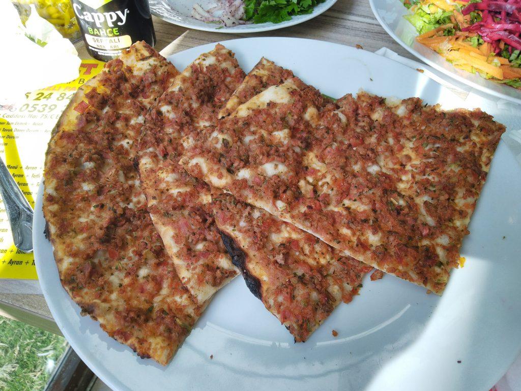 Wisata Kuliner Lahmacun Roti Pizza krispy ala Turki
