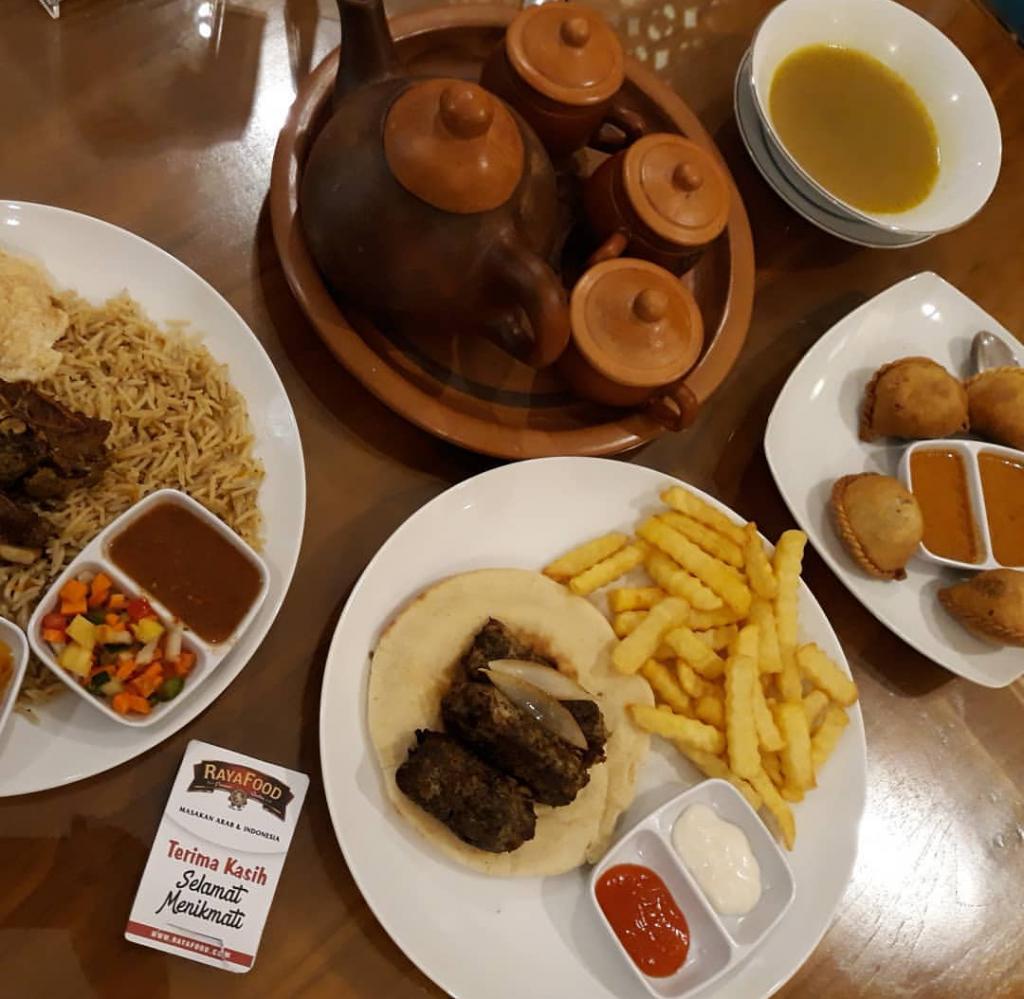 Sedapnya Nasi Kebuli kambing spesial di Raya Food
