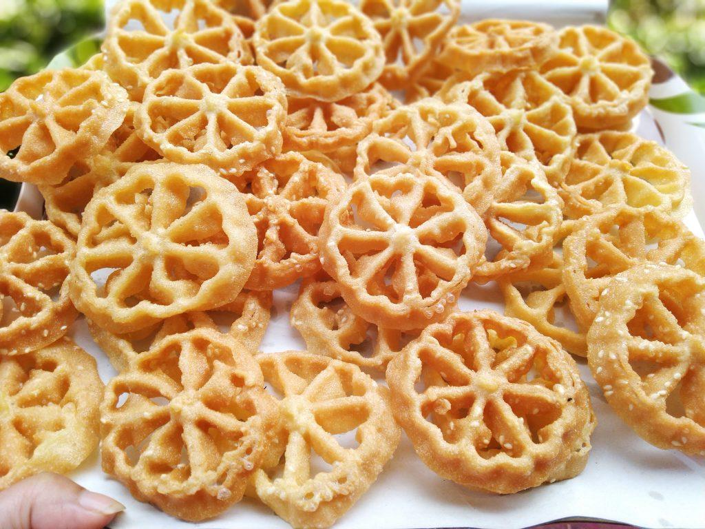 Kue Kembang Goyang bagian tradisi Masyarat Betawi