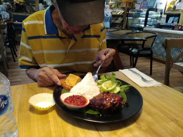 Dari Menu Masakan Aceh hingga Bali di kedai yang cozy