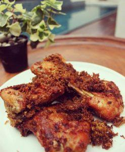 Menerima Pesanan Ayam Lengkuas dari Menu HH Kitchen